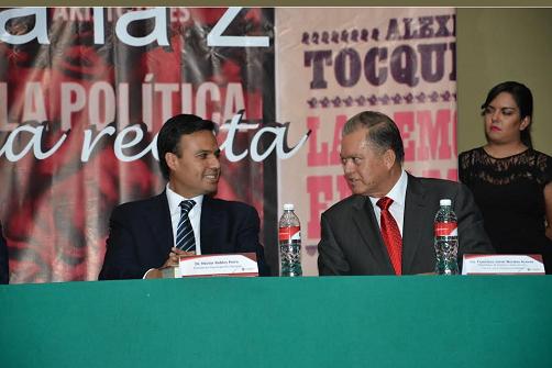 Presentación de libro de Morales Aceves