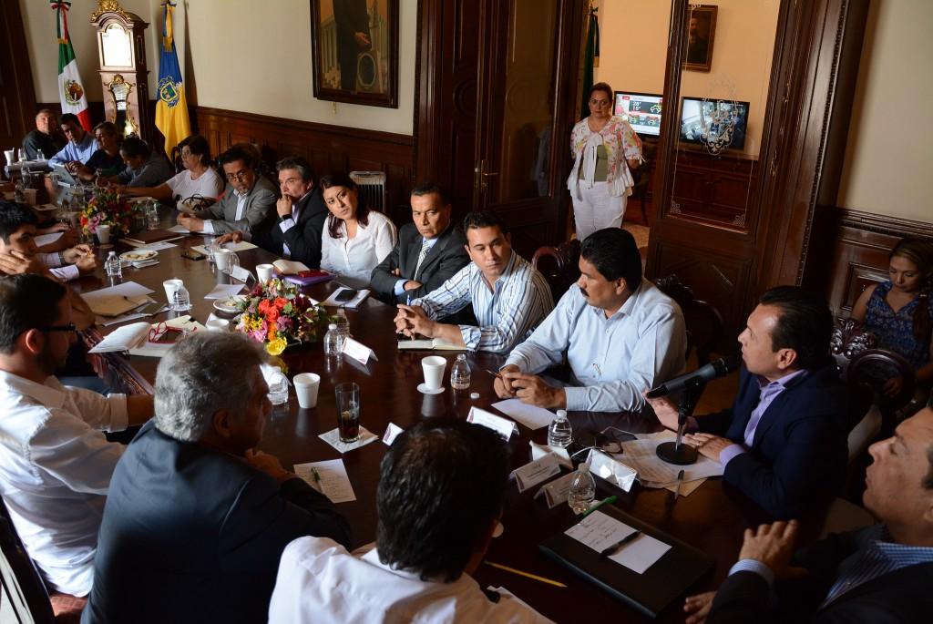 Pablo Lemus gestiona reunión entre vecinos y autoridades de los tres niveles de gobierno y avanzan acuerdos