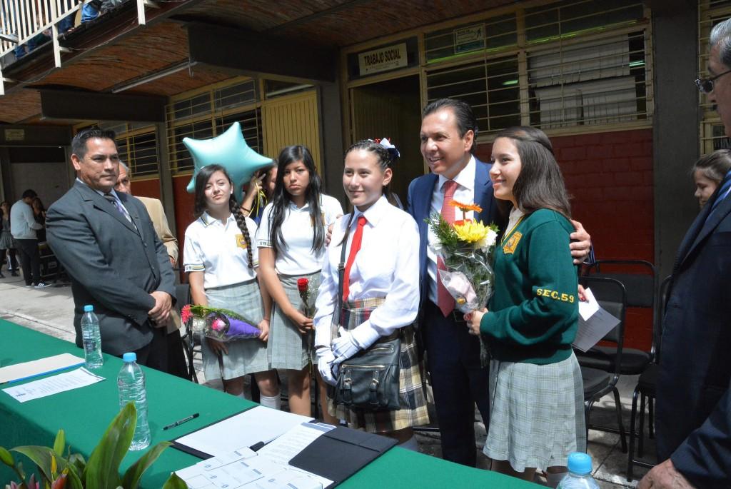 Acompaña Pablo Lemus a alumnos de secundaria que concluyeron sus estudios