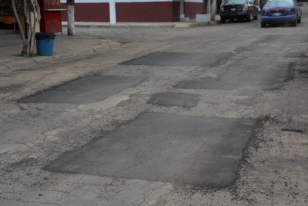El Gobierno de Zapopan refuerza el programa de bacheo emergente en la calle Sarcófago