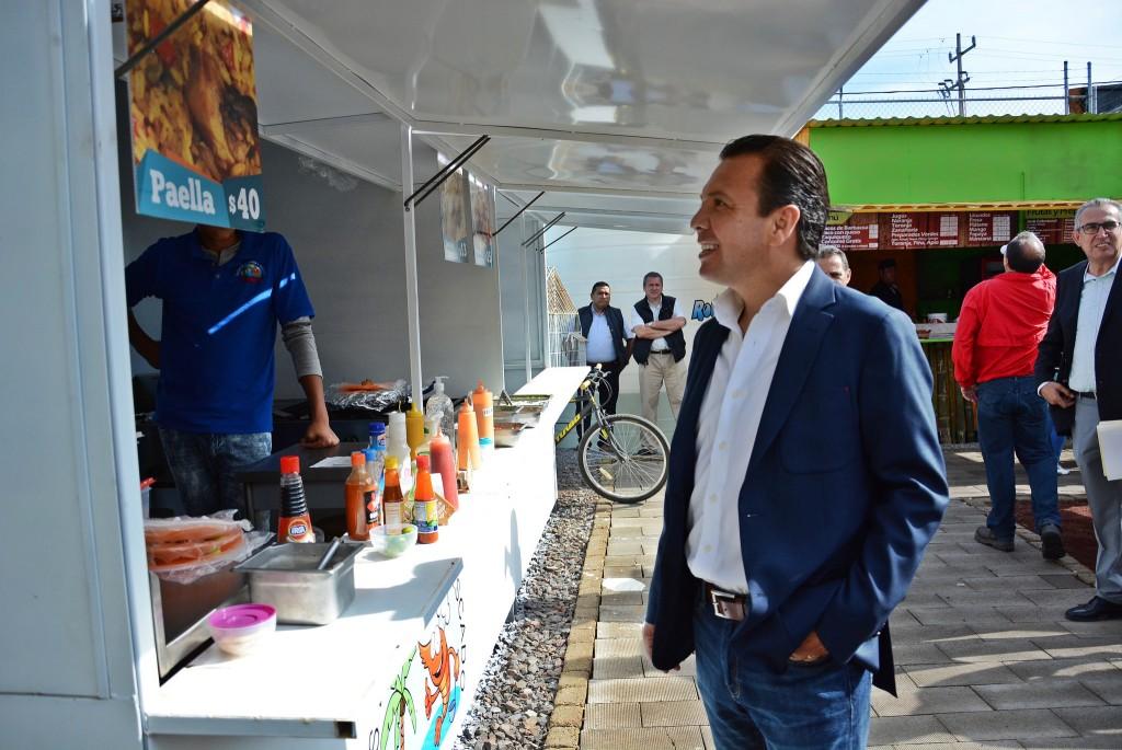 Pablo Lemus asiste a la inauguración del foodpark La Verbena