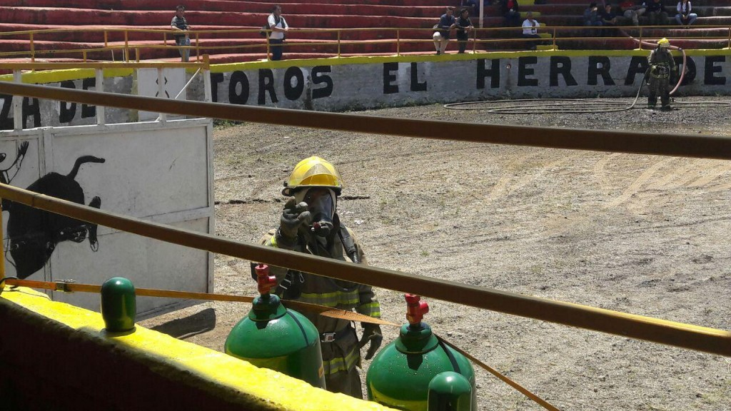 Bomberos de Zapopan se capacitan para enfrentar incidentes relacionados con fugas de amoniaco