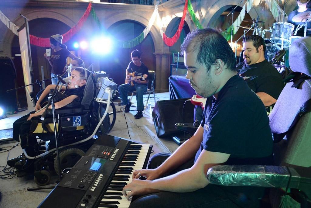 """""""Los Big Boys"""" llenan de rock fraterno los oídos y corazón de los ciudadanos, en apoyo al Centro de Autismo del DIF Zapopan"""