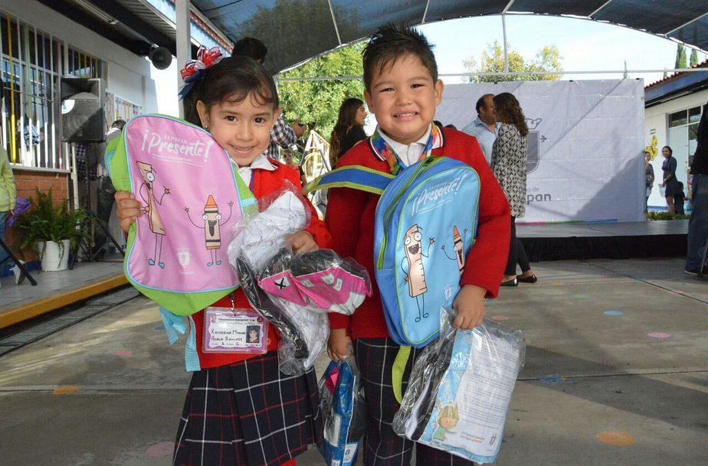 Pablo Lemus supervisa entregas de paquetes escolares en el marco del programa Zapopan ¡Presente!