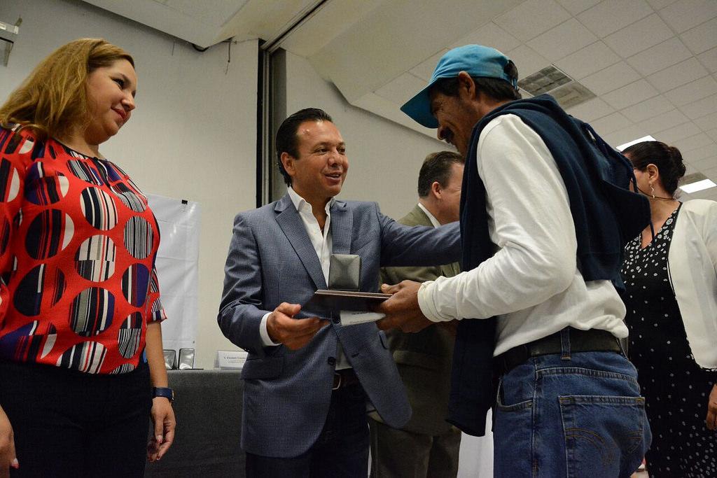 Reconoce el Gobierno Municipal de Zapopan trayectoria laboral de servidores públicos