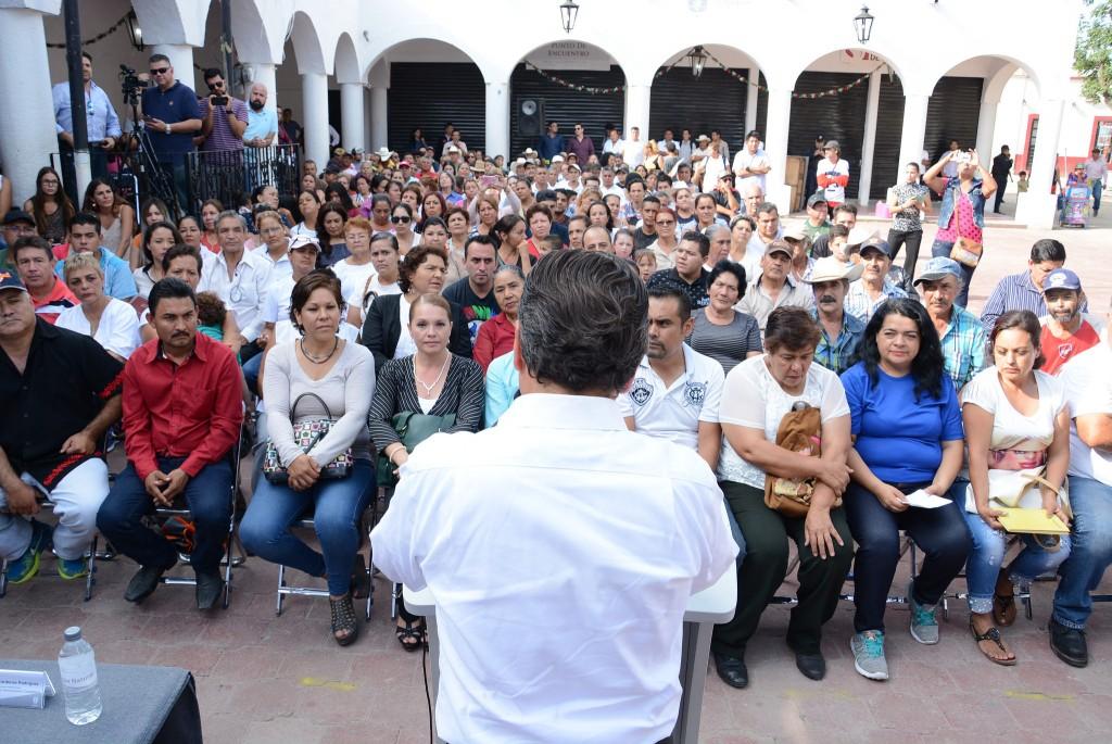 Pablo Lemus presenta a ciudadanos de Tesistán los resultados del primer año de la Administración 2015– 2018