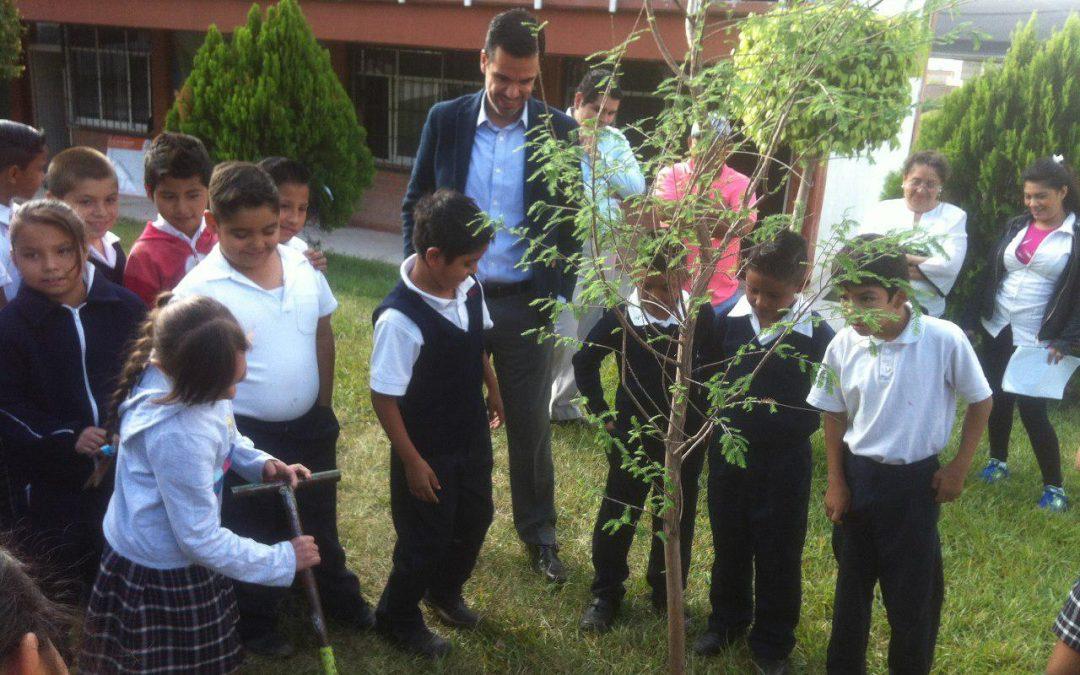 El Gobierno Municipal de Zapopan inicia la entrega de ahuehuetes para escuelas