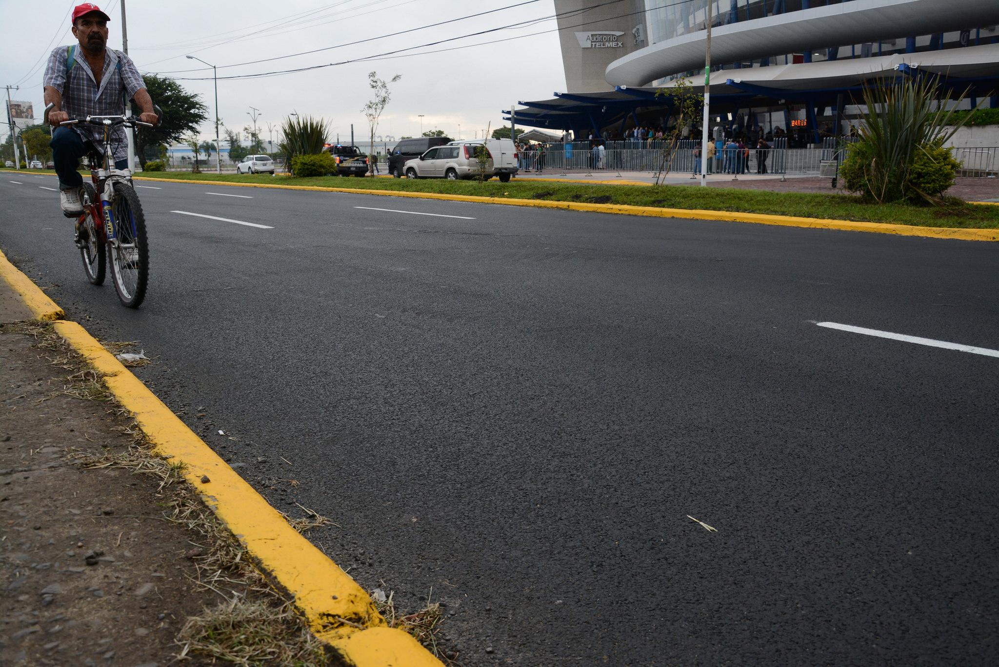 Pablo Lemus inaugura la rehabilitación profunda de Avenida Parres Arias