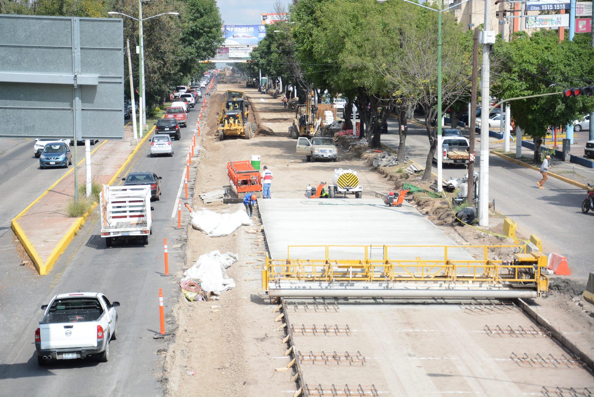 Inicia la colocación de concreto hidráulico en la Avenida López Mateos Sur
