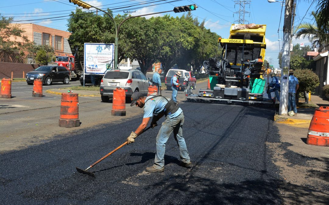 Avanzan trabajos de pavimentación en la avenida Clouthier