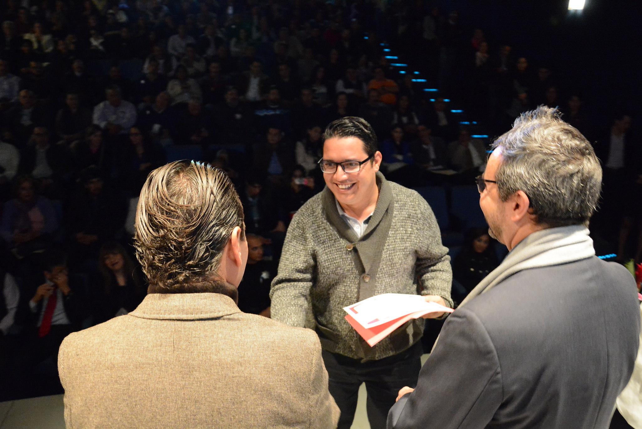 Pablo Lemus encabeza entrega de constancias de Formación Institucional a Servidores Públicos