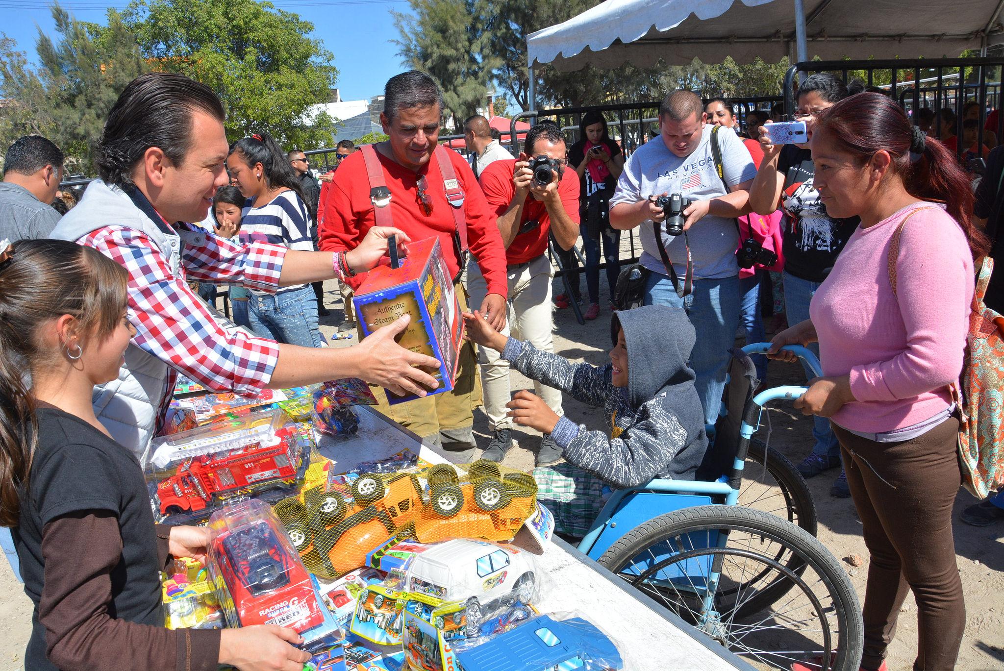 """El Gobierno de Zapopan inicia la entrega de 20 mil juguetes, resultado de la campaña """"Dibujemos Sonrisas"""""""