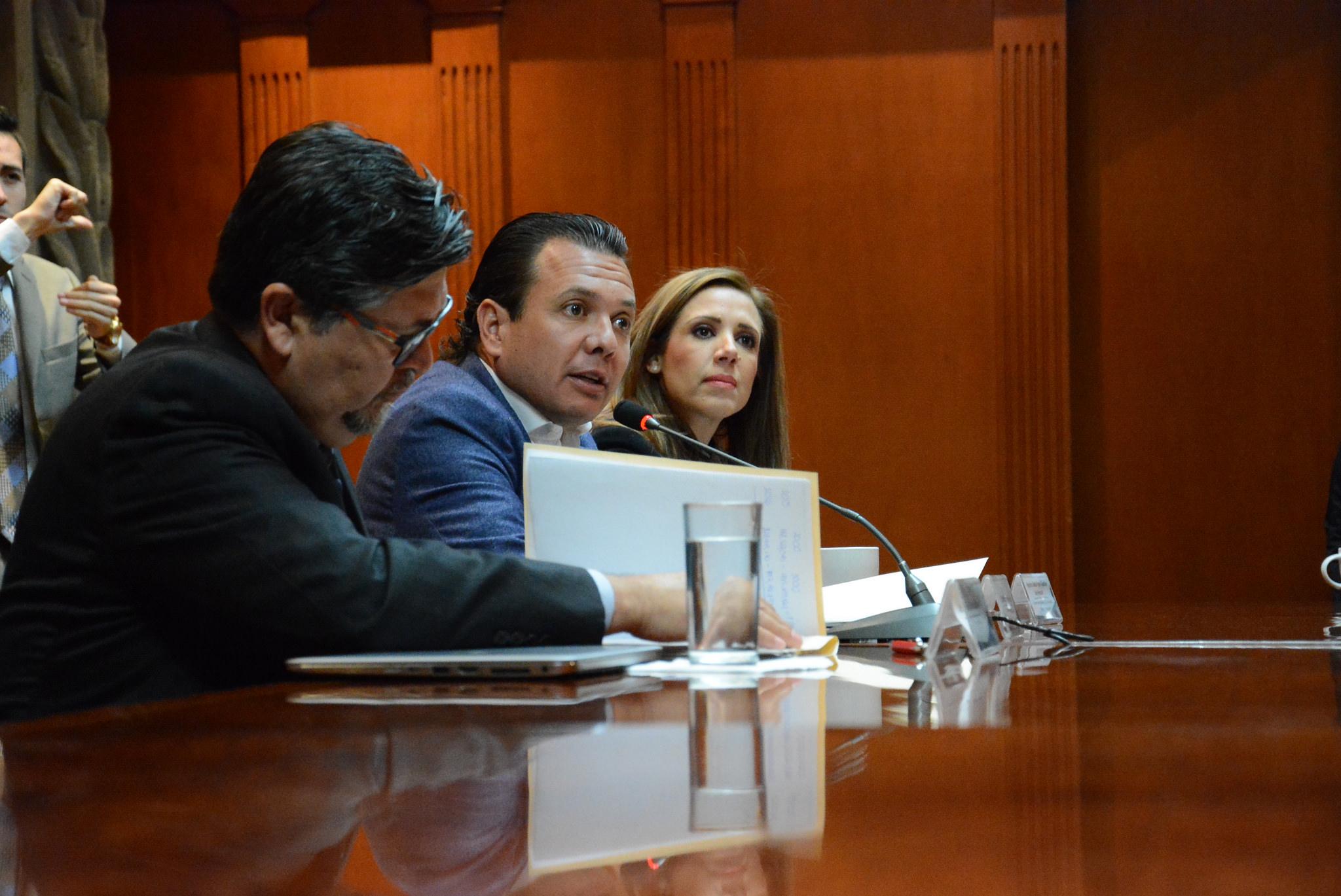 Pablo Lemus lanza reto a los gobiernos Estatal y Federal para reducción de sueldos y anuncia plan de austeridad ante Gasolinazo