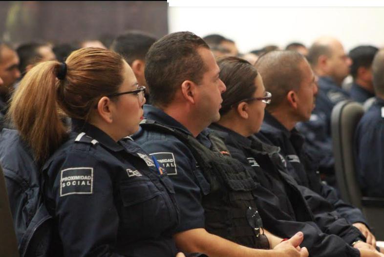 Capacitan en flagrancia a policías de Zapopan