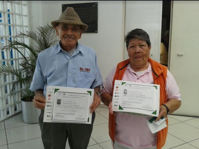 Adultos Mayores de Zapopan reciben certificados de primaria y secundaria