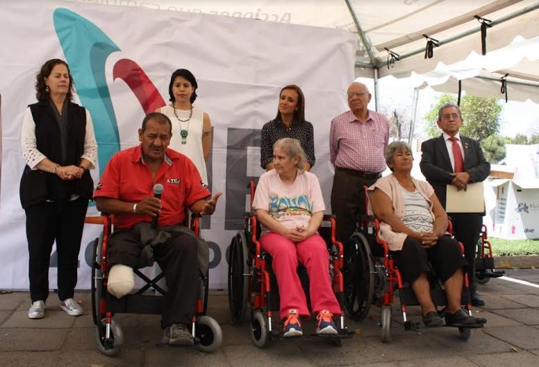 DIF Zapopan entrega sillas de ruedas para dignificar la calidad de vida de los ciudadanos