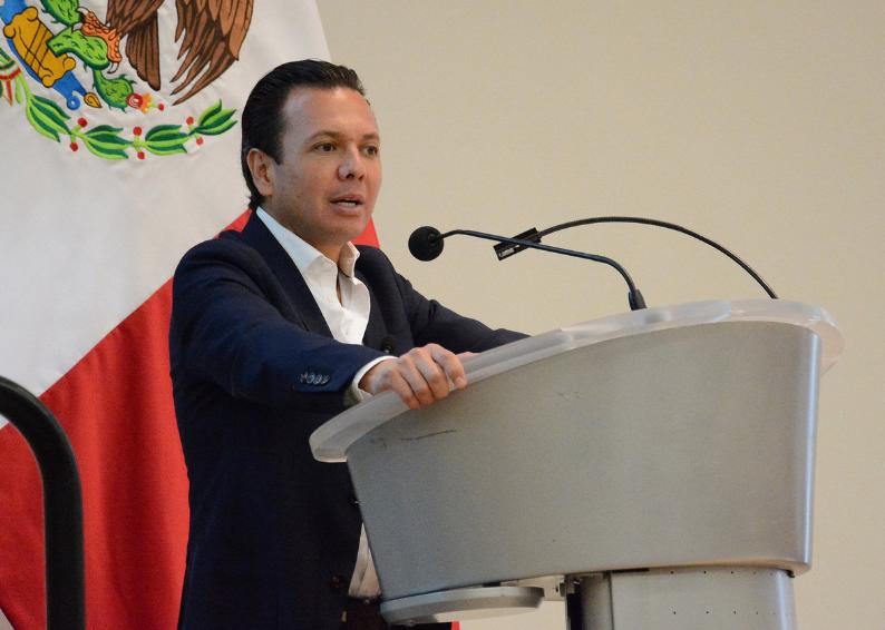 Sostiene Pablo Lemus diálogo con estudiantes del TEC de Monterrey