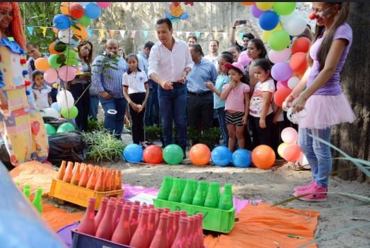 Risas, música y juegos; disfrutan pequeños festejo por Día del Niño en el Parque Hundido