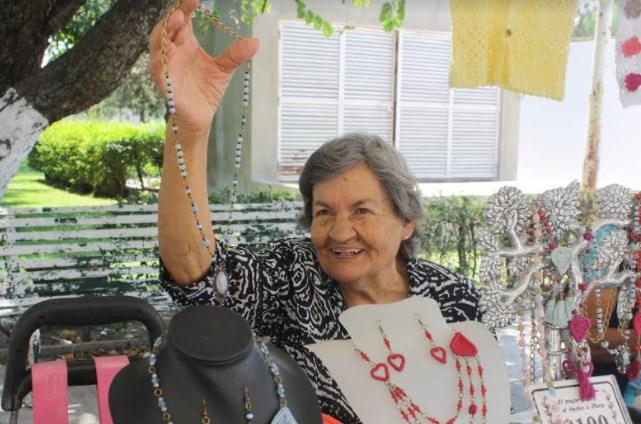 Adultos mayores, emprendedores de Zapopan, exhiben productos