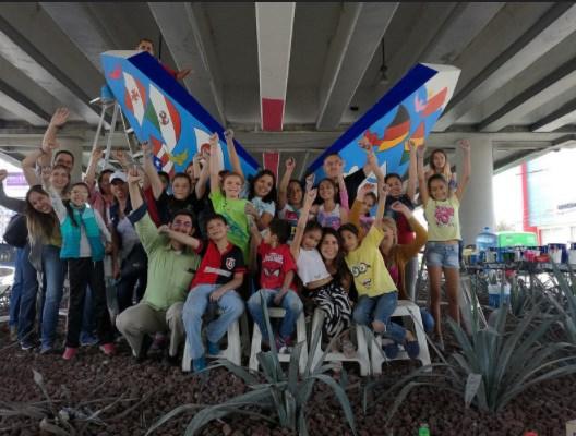Niños de Zapopan realizan intervención en esculturas plasmando sus derechos