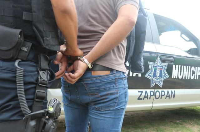 Operativo de la Policía de Zapopan permite la detención de sujeto y la recuperación de auto robado con violencia