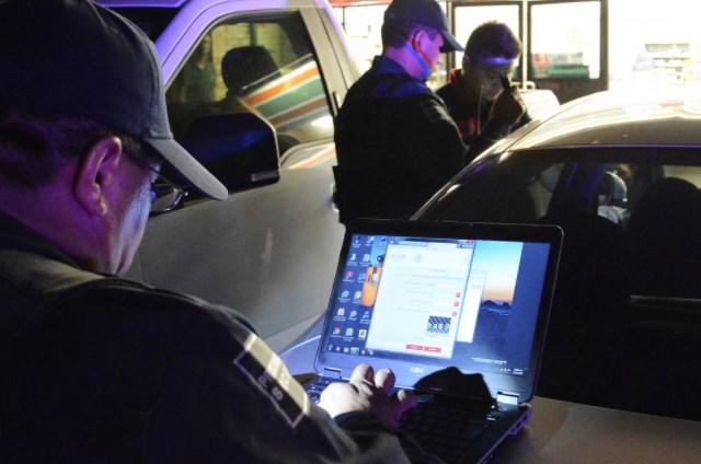 Policía de Zapopan aplica operativo vs. taxis ejecutivos pirata y detiene a ladrón
