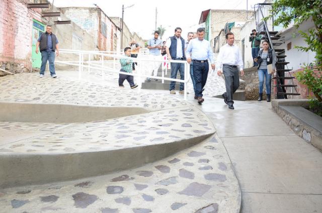 Entrega Zapopan, Ciudad de los niños, pavimentación y andador peatonal en la colonia Lomas de Tabachines