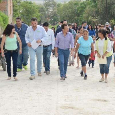 Zapopan entrega pavimentación de calles en la colonia Loma El Pedregal