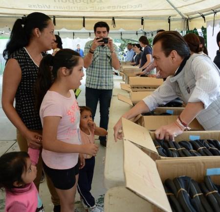 Entrega Zapopan 3 mil pares de zapatos en la colonia Mirador Escondido