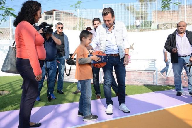Entrega Zapopan, Ciudad de los Niños, la renovación integral de la unidad deportiva en Lomas de Tabachines