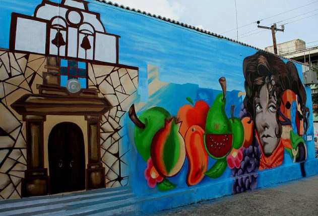 Jóvenes de 'Zapopan Rifa' plasman historia de Santa Ana Tepetitlán en mural