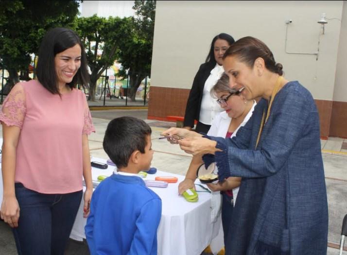 DIF Zapopan realiza campaña de salud visual y entrega anteojos a niños y niñas