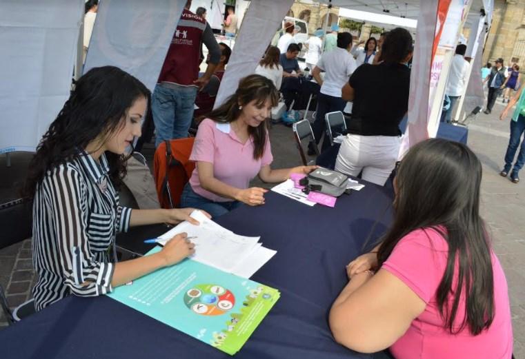 Zapopan promueve la detección oportuna del cáncer de mama en mujeres
