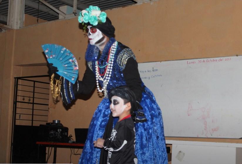 Conmemora Zapopan Día de Muertos en la primaria comunitaria de la colonia Jardines de la Providencia
