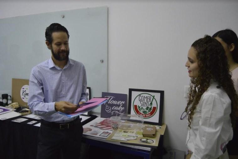 Reciben emprendedores de DIF Zapopan imagen corporativa de sus proyectos