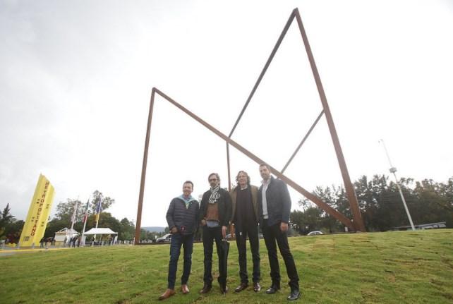 Presenta Zapopan obra escultórica 'Cubo torcido'