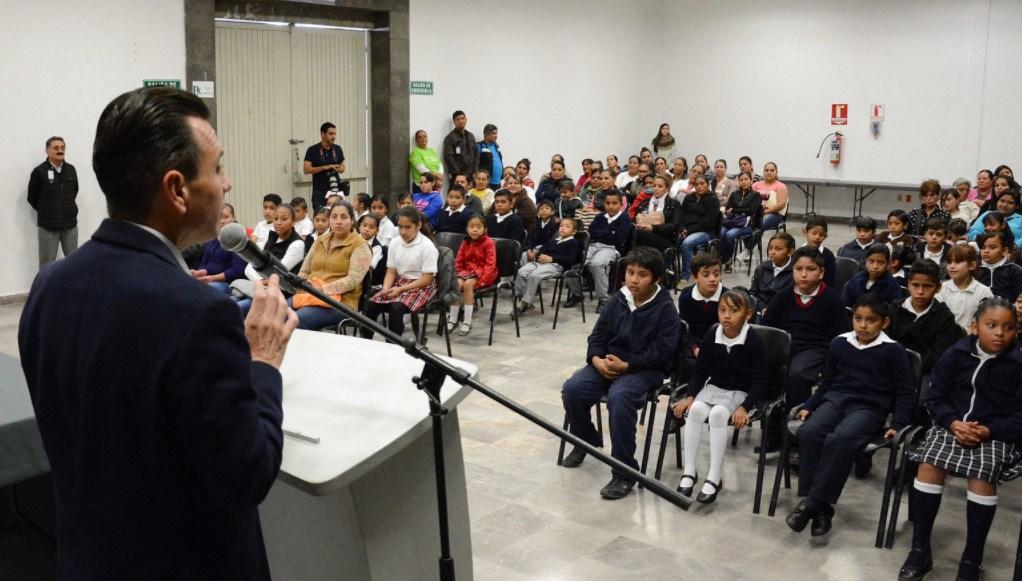 Entrega Zapopan estímulos económicos a alumnos de educación básica