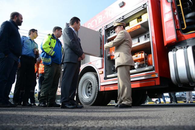 Dignifica Zapopan condiciones para elementos de Protección Civil y Bomberos con entrega de motobombas y equipamiento de emergencia