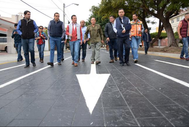 Entrega Zapopan, Ciudad de los Niños, pavimentación en concreto hidráulico de calle Romanos en Altamira
