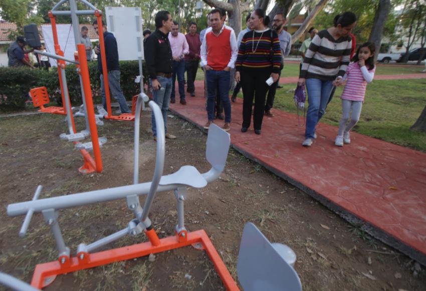 Entrega Zapopan gimnasio al aire libre para fomentar la actividad física de los vecinos de Prados Vallarta