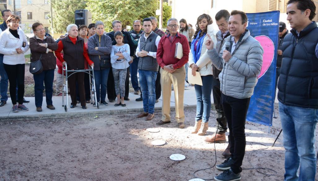 Supervisa Pablo Lemus construcción de parque incluyente en la colonia Gustavo Díaz Ordaz