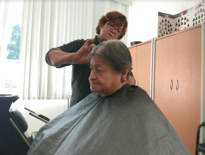 Ofrece Centro Metropolitano del Adulto Mayor (CEMAM) servicio de estética a sus usuarios