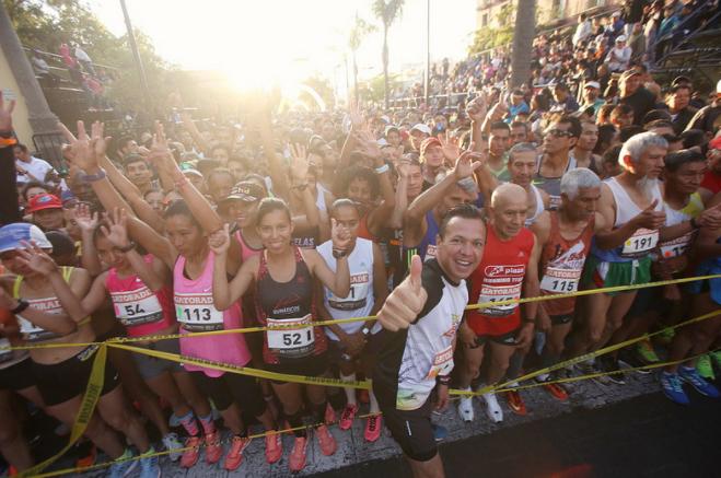 Zapopan, Ciudad de los Niños, realiza el 31° Medio Maratón 'Benito Juárez'