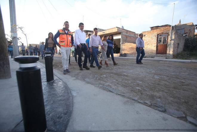 Entrega Zapopan primera etapa de pavimentación de la calle Amapola en Ángeles de Nextipac