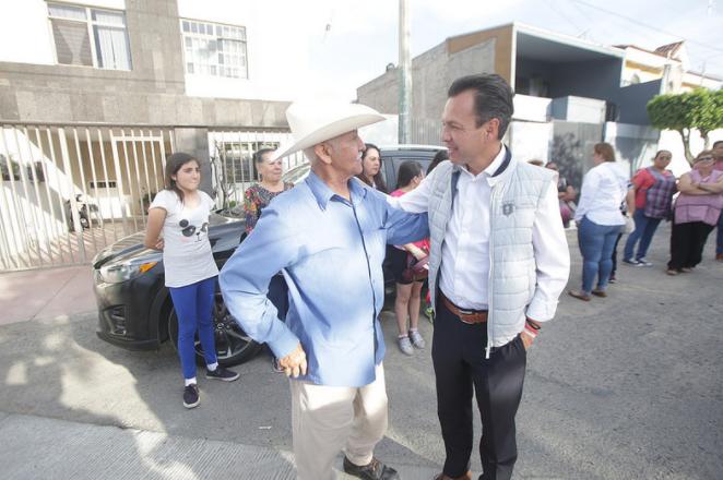 Entrega Zapopan construcción de colector pluvial y pavimentación de la calle Plata en San José del Bajío