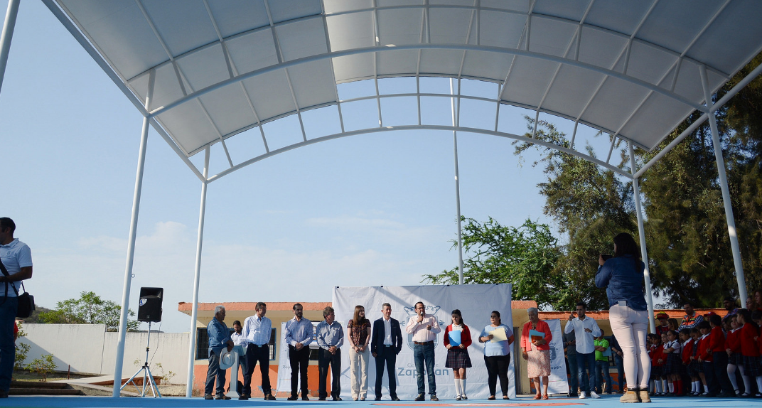 Presenta Zapopan instalación de lonaria en primaria rural Mariano Azuela