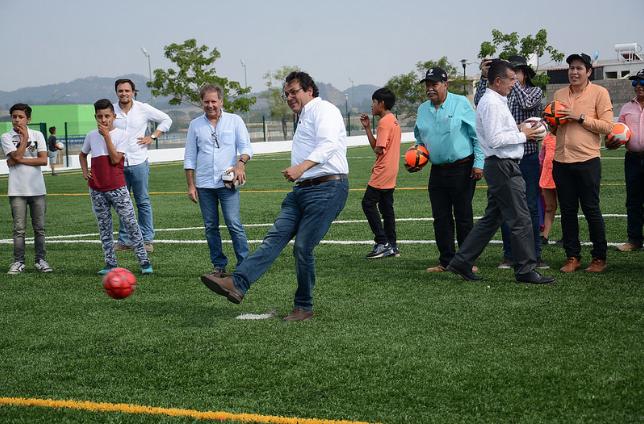 SupervisaZapopanprimera etapa de construcción de la Unidad Deportiva Valle de los Molinos