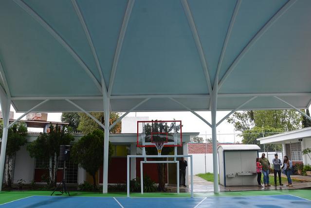 Supervisa Zapopan instalación de estructura con lonaria en Centro Interdisciplinario para el Tratamiento e Investigación del Autismo