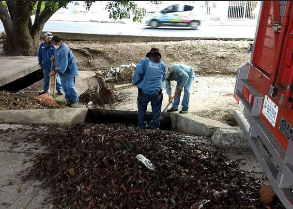 Realiza Zapopan limpieza emergente de canales pluviales y bocas de tormenta