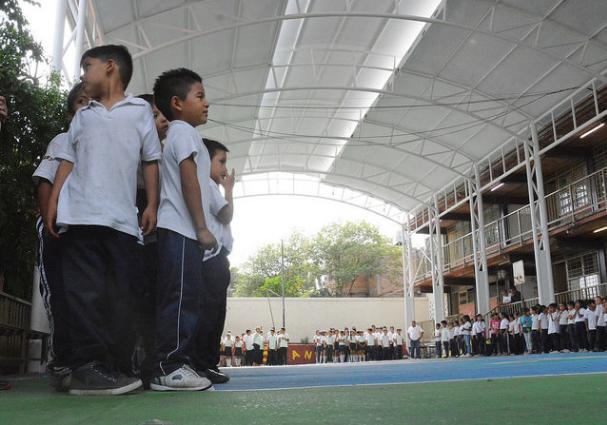 Supervisa Zapopan instalación de lonaria y rehabilitación exterior de la primaria Miguel Hidalgo y Costilla